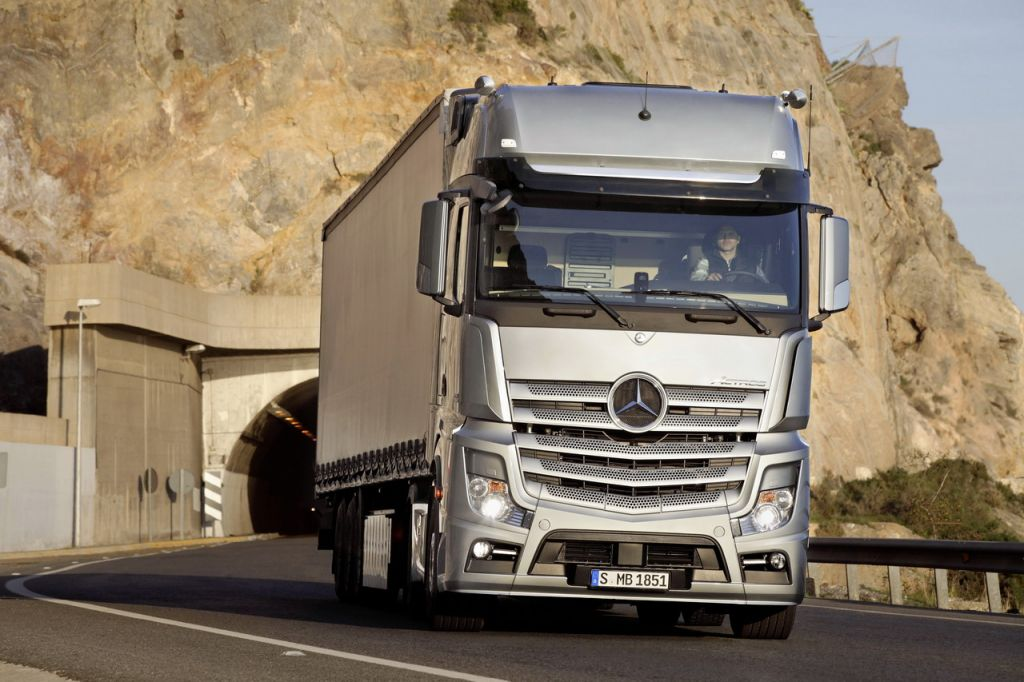 Mercedes poids lourds nimes gard vaucluse herault france afrique camion actros antos econic - Garage mercedes poids lourds ...